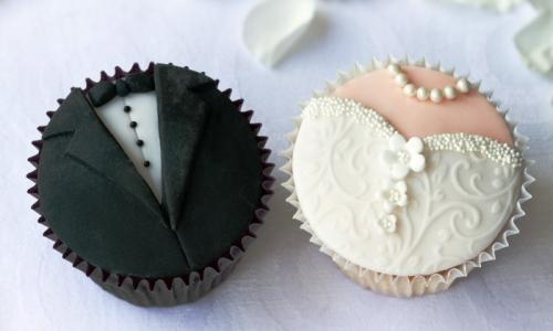 cupcakes buat pengantin laki-laki dan perempuan
